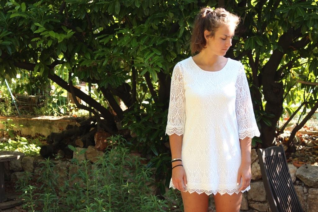 Sous vetement sous robe blanche